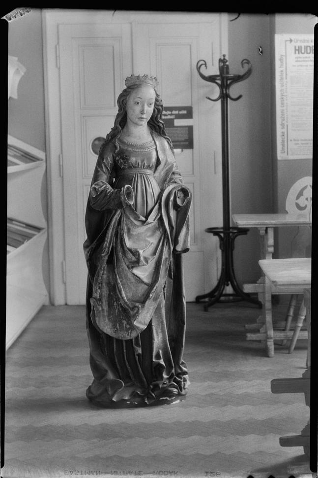 Josef Sudek, [Mistr Oplakávání ze Zvíkova (?), Světice z Homol, 1510–1515], asi 1935. Ústav dějin umění AV ČR