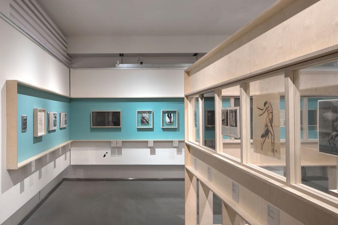 pohled do výstavy Fešandy ze šuplíků. Sudek a sochy, Dům fotografie, 2020. Foto Tomáš Souček