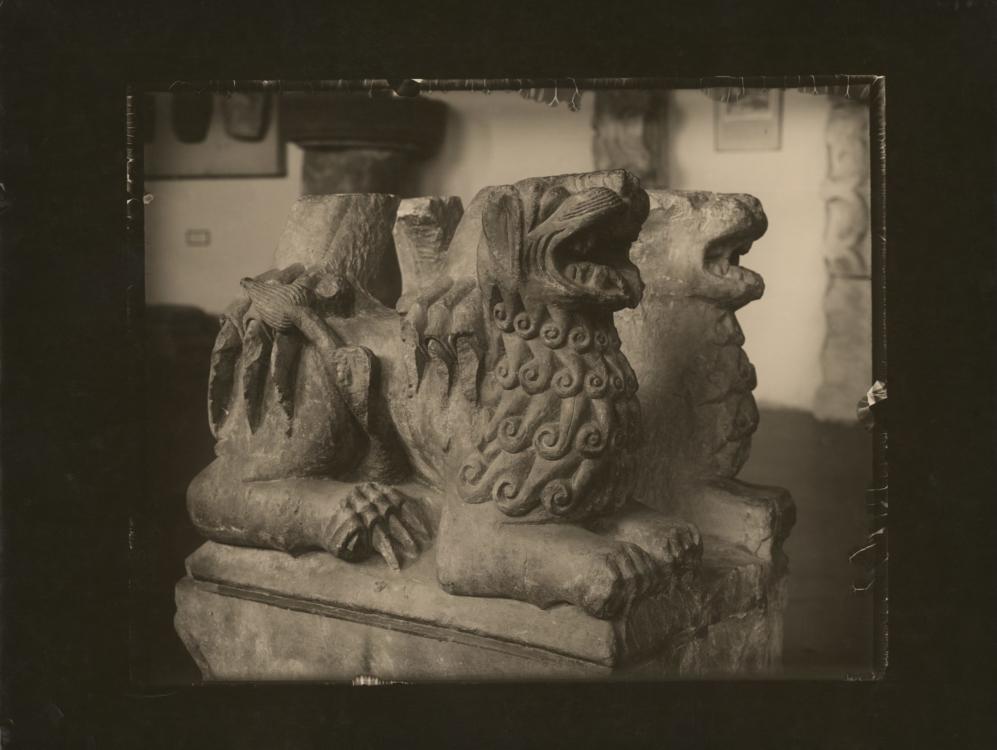 Josef Sudek, Procházka v Lapidariu, 1955. Moravská galerie v Brně, inv. č. MG 8541. © Josef Sudek, dědicové. Repro © MG